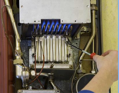 Tecnico de nuestro Servicio Tecnico de Calderas para la reparacion y revision de calderas de gas y calderas de gasoleo en Madrid, Toledo y Segovia